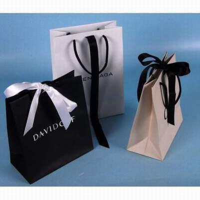... Chanel sac Mademoiselle Jumbo vintage en cuir de veau caviar surpiqué  diamant noirmétallerie dorée 24 cts La Maroquinerie La Maroquinerie ... sac  de ... e233e903cec